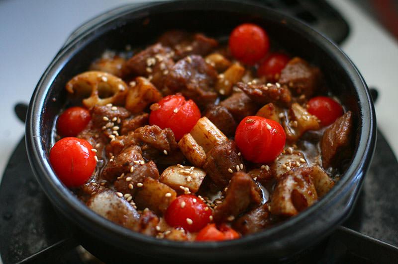 牛タンと蓮根の味噌オイル煮
