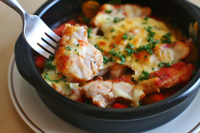 鶏のトマト煮とパプリカのチーズ焼き