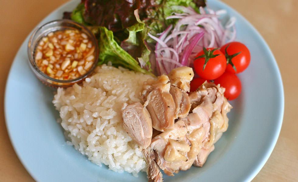 鶏の塩コンフィでシンガポール風チキンライス