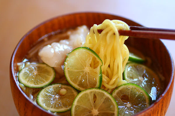 生姜ときのこの 葛仕立てもつ鍋