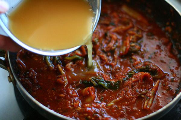 花椒が香る 麻婆風もつ鍋