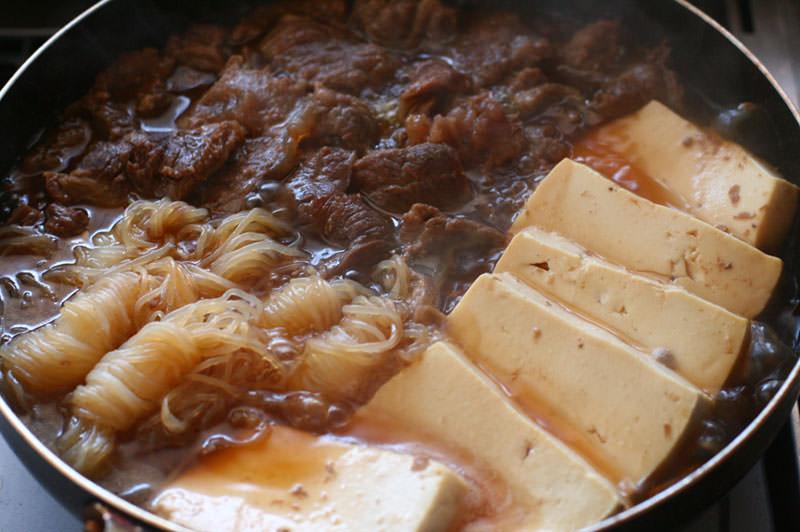 牛すじ肉で肉豆腐