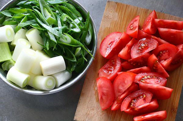 ネギとトマトの牛鍋