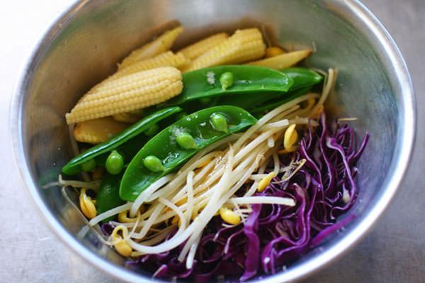 しゃきしゃき野菜とくずし豆腐の牛骨ラーメン