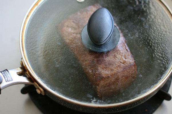 フライパンひとつで作るローストビーフ
