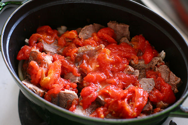 牛すね肉とピクルスの煮込み