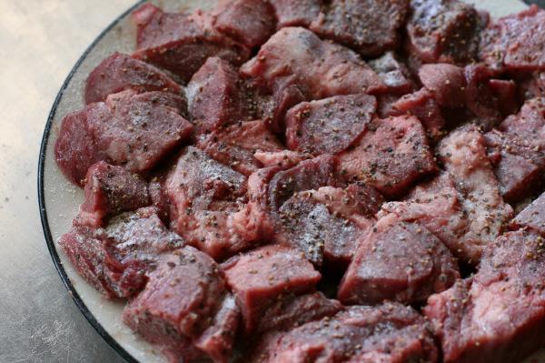 牛タンの赤ワイン味噌煮込み