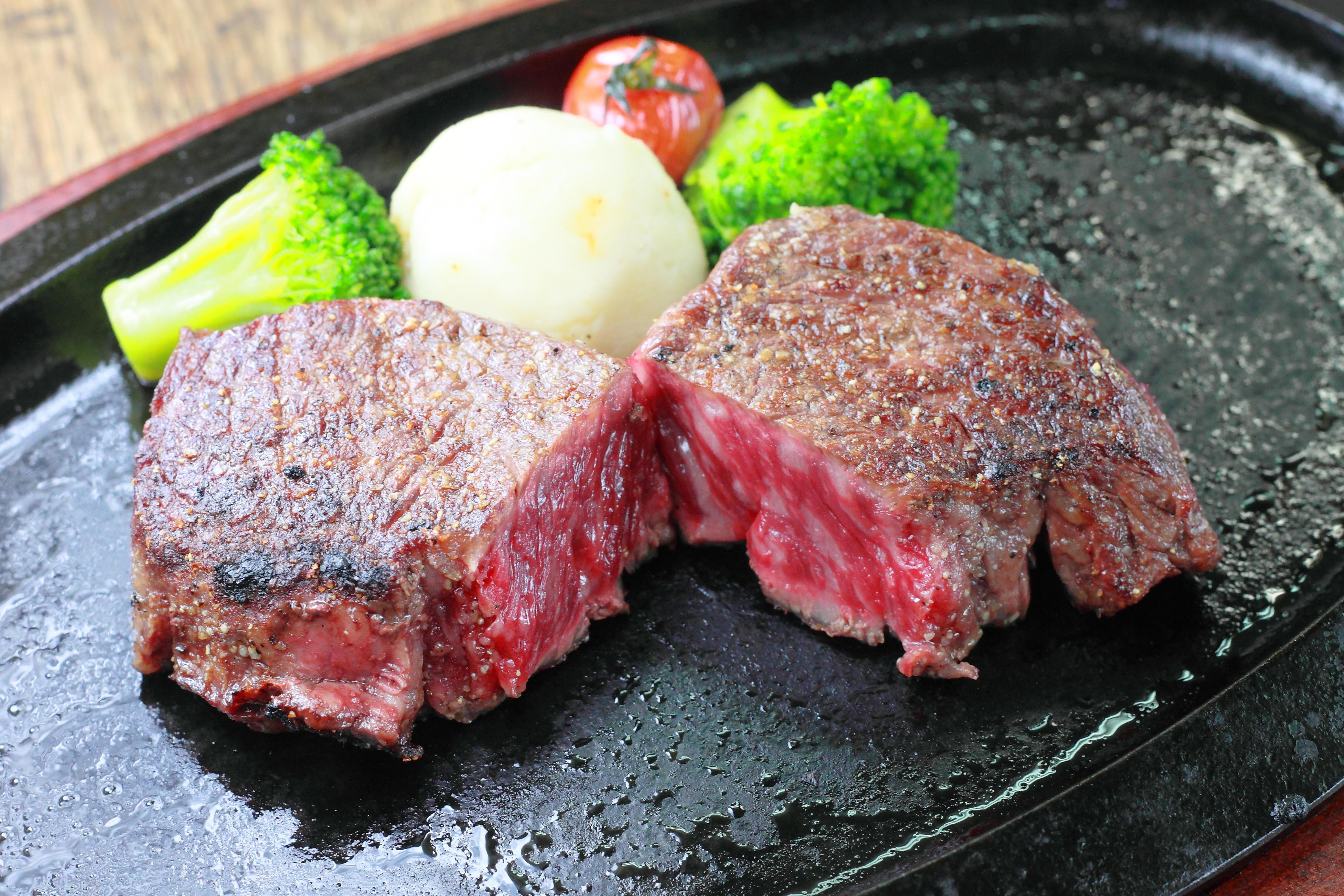 肉の焼き方のテクニックは?美味しくステーキを食べるコツ